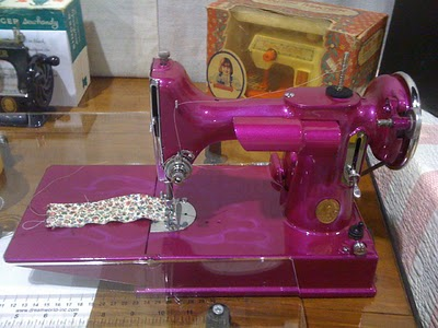 Pink Featherweight Rainy Sunday In NC Things That Are Pink And Custom Featherlite Sewing Machine Pink